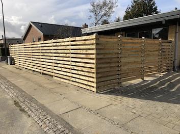 Plankeværk opsat at Komplet Hegn i København